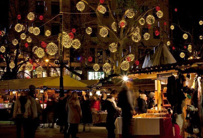 Pohoda na vianočných trhoch v Budapešti
