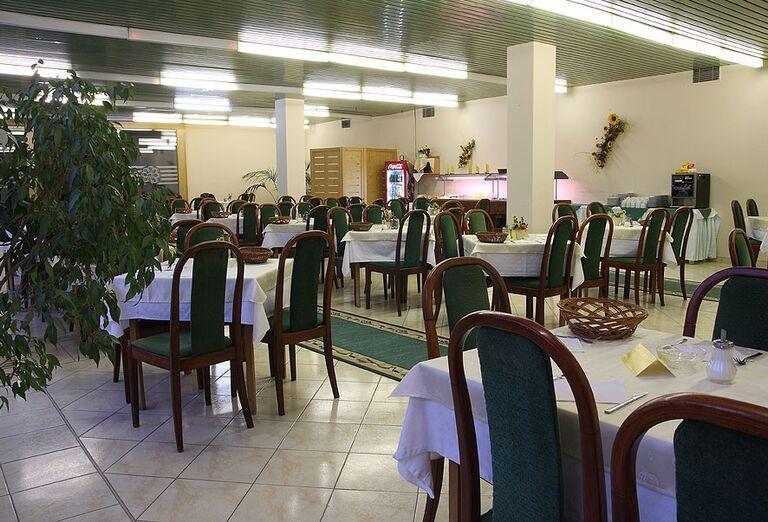 Reštaurácia v hoteli Flóra