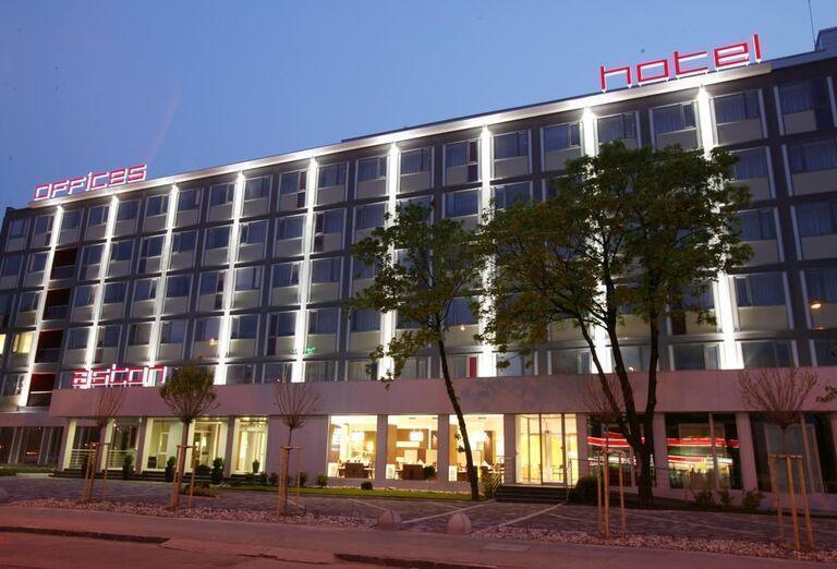 Pohľad na hotel Aston