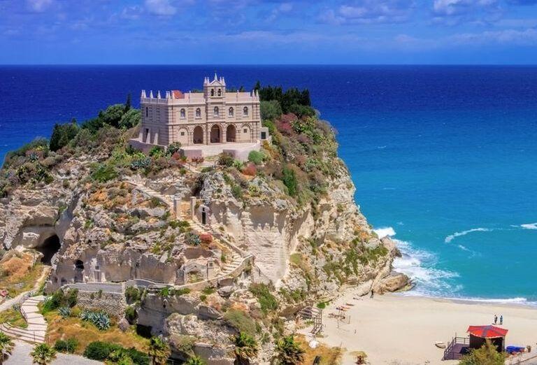 Atrakcie Zo špičky talianskej čižmy na Sicíliu