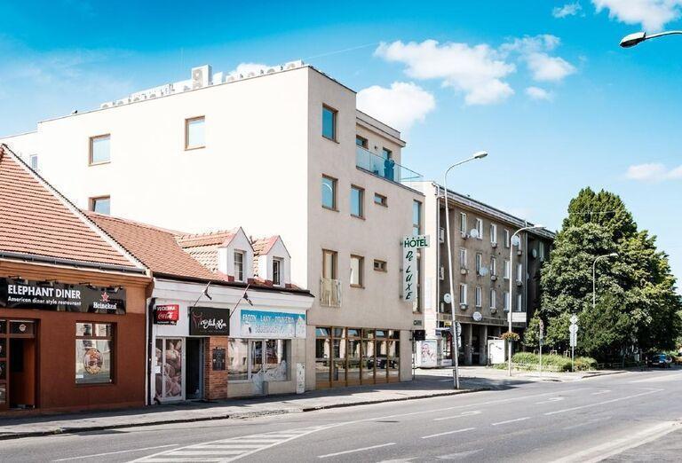 Pozícia hotela De Luxe