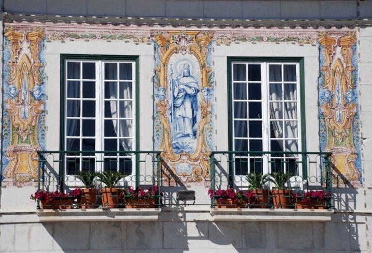 Okná s tradičnou keramikou, poznávací zájazd, Portugalsko