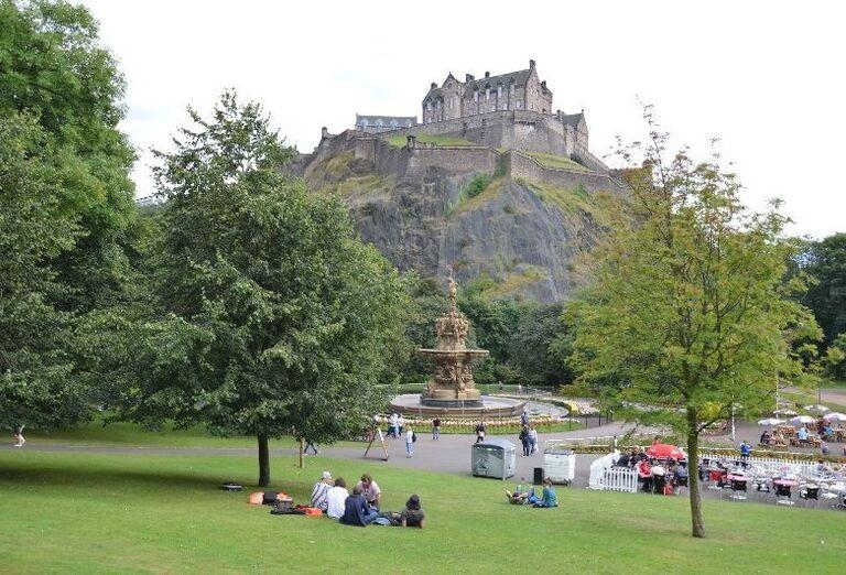 Edinburghský hrad v Princes Street Gardens