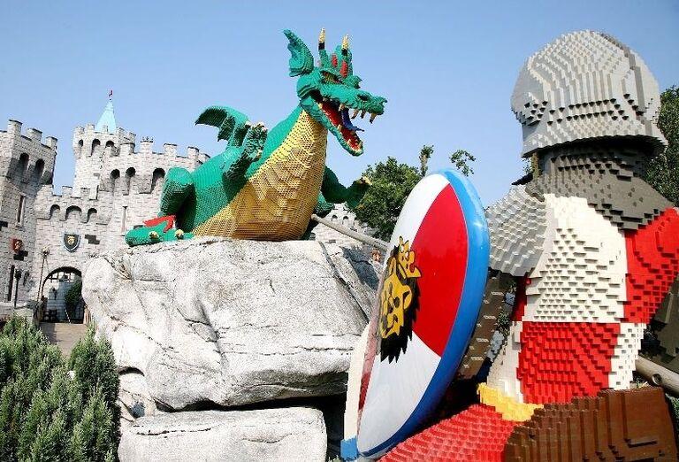 Bojovník a drak z lega