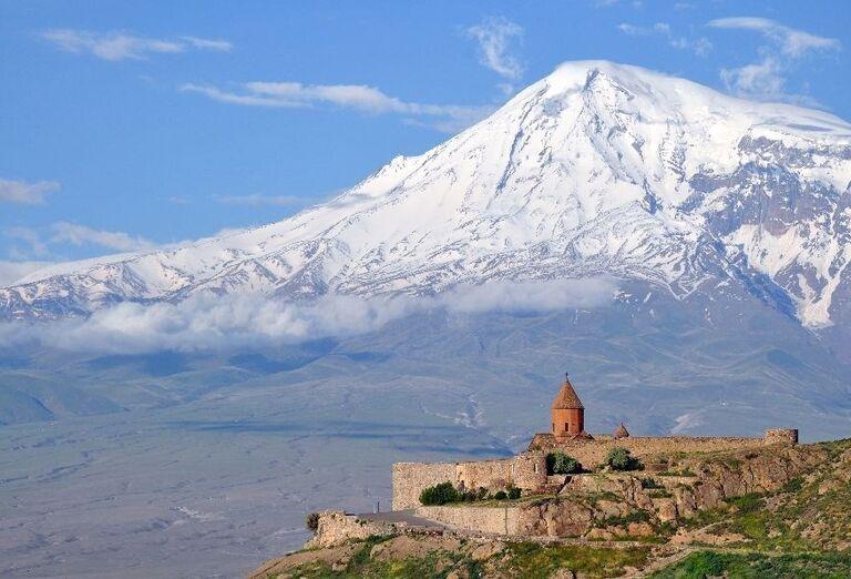 Kláštora Noravank a hora Ararat