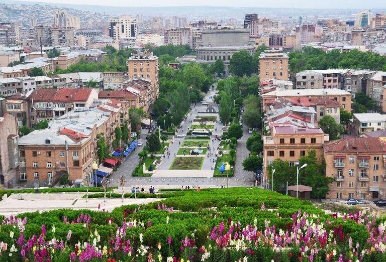 Centrum mesta Jerevan z vrcholu budovy Cascade