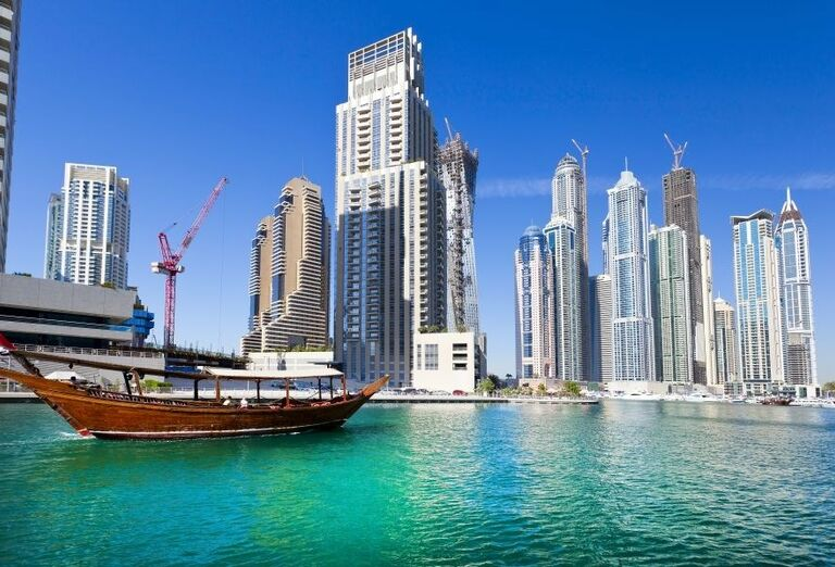 Loď Dubai Marina
