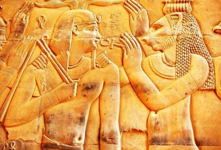 Maľby na chráme sokolieho boha Hora