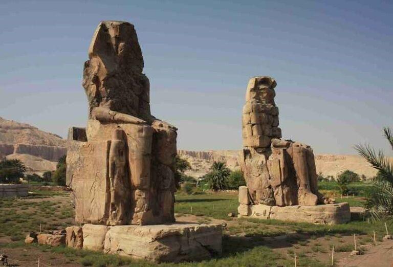 Sochy faraóna Amenthotepa III.