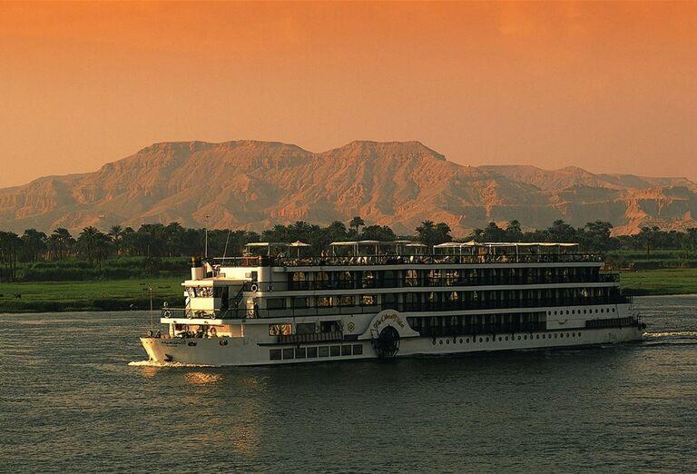 Pohľad na loď na Níle