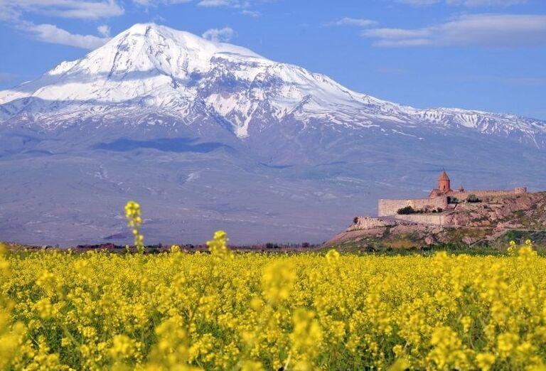 Ararat s kláštorom Khor Virap