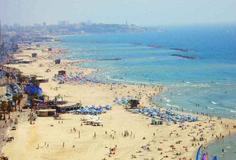 Pláž pri meste Tel Aviv