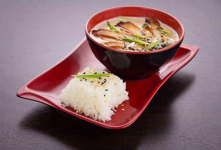 Tradičná japonská polievka s ryžou