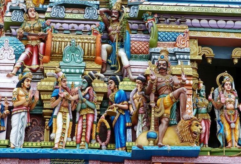 Sochy v hinduistickom chráme v Nuware Eliyi