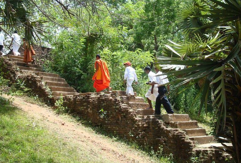 Levie schody vedúcce na Sigiryu
