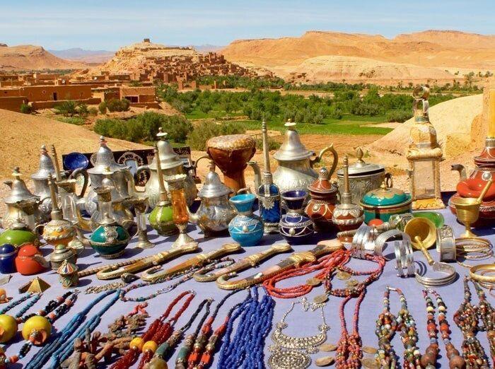 Náhrdelníky, čajníky, vázy, svietniky