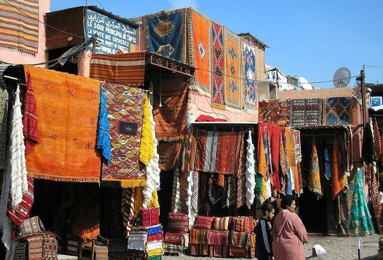 Dedina Azrou známa svojimi ručne tkanými kobercami