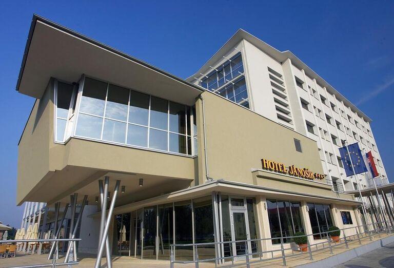 Pohľad na hotel Jánošík