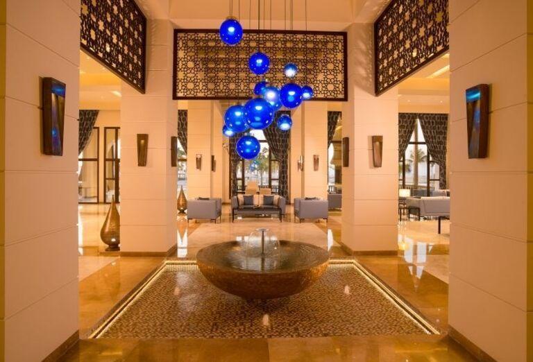 Fontána v hoteli Fanar hotel and residences