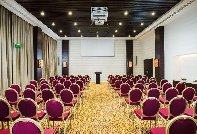 Zasadacia miestnosť v hoteli Fanar hotel and residences