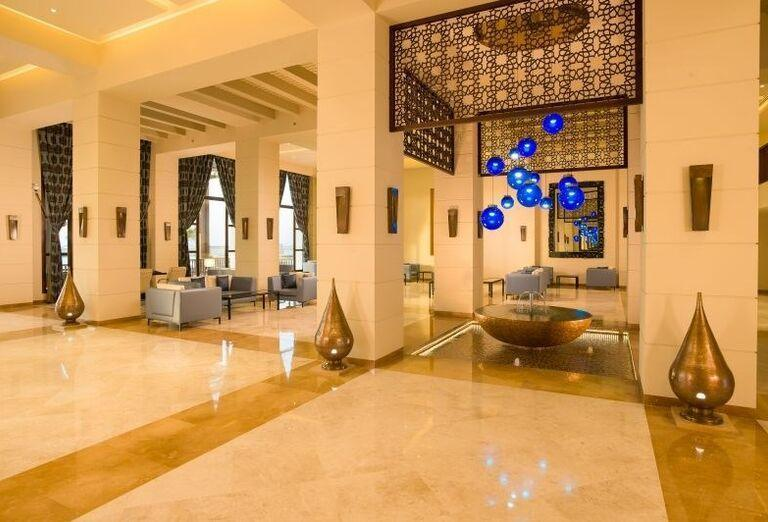 Fontána s posedením v hoteli Fanar hotel and residences