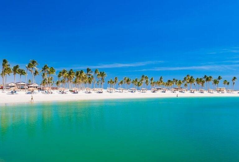 Pohľad na pieskovú pláž
