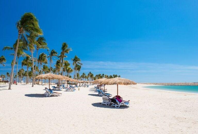 Oddych na pieskovej pláži