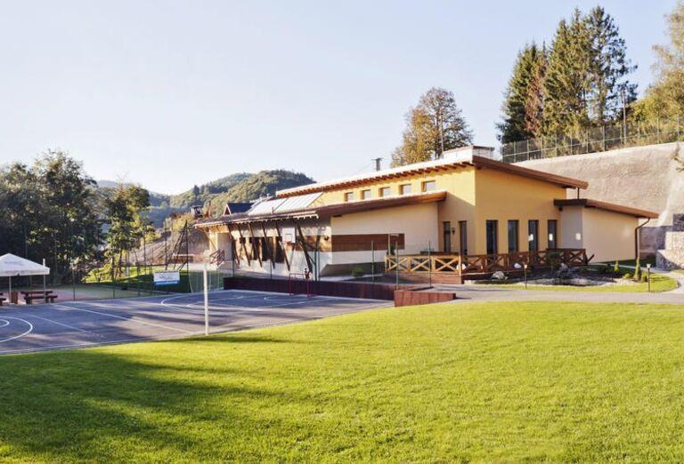 Pohľad na hotel Lesanka