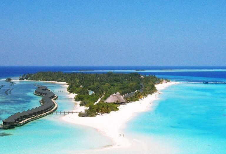 Hotelový Resort Kuredu Island Resort & Spa Maldives -  Pohľad z výšky na more a ostrov