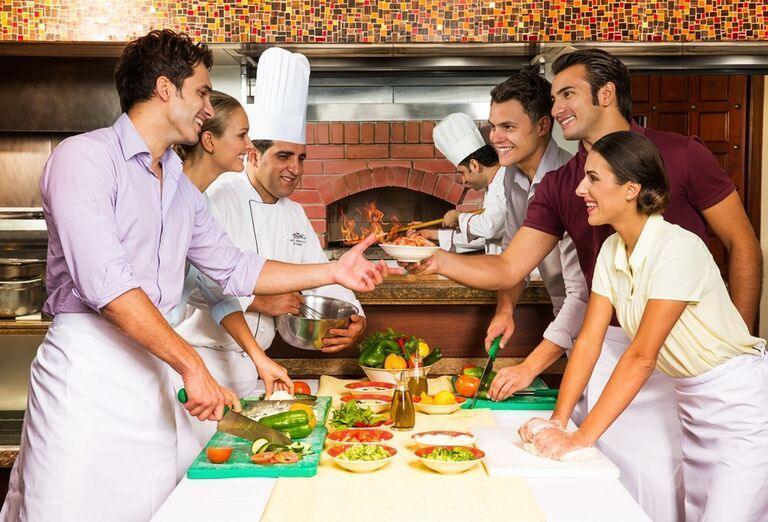 Pracovníci hotela Atlantis, The Palm pripravujú švédske stoly