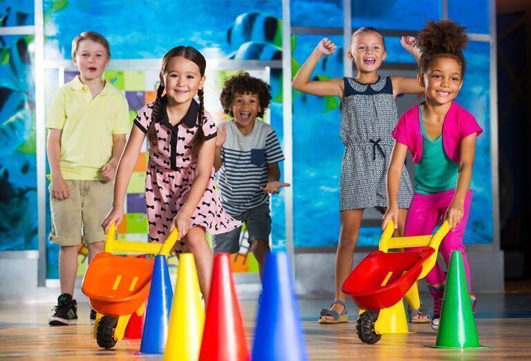 Deti hrajúce sa v miniklube hotela Atlantis, The Palm