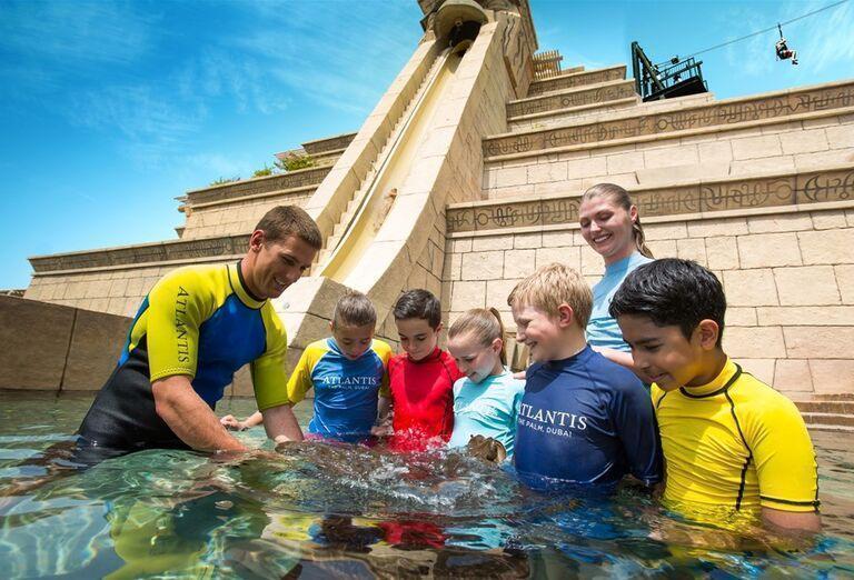 Deti hladkajú raje v hoteli Atlantis, The Palm