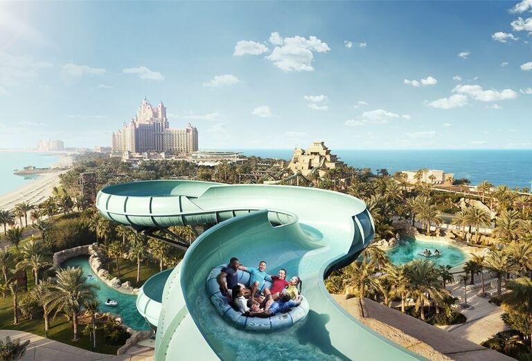 Zábava na tobogáne v areáli hotela Atlantis, The Palm