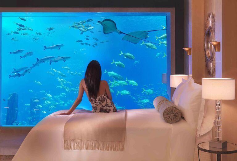 Izba s akvárium v hoteli Atlantis, The Palm