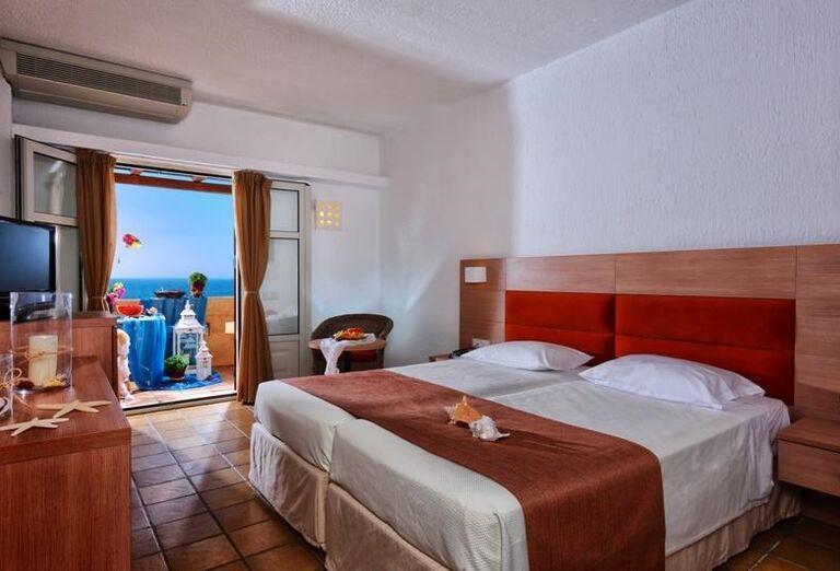 Izba s výhľadom na more v hoteli Club Calimera Sirens Beach and Village