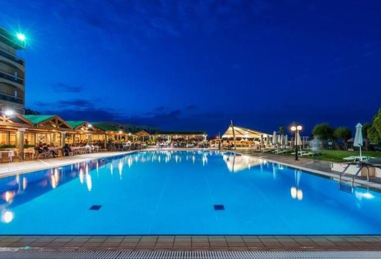 Bazén s posedením v hoteli Apollo Beach