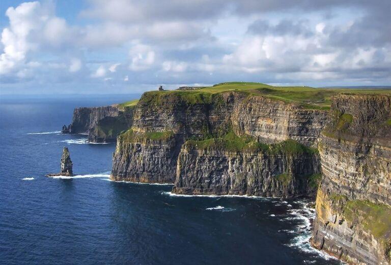 Cliffs of Moher pobrežie s útesmi