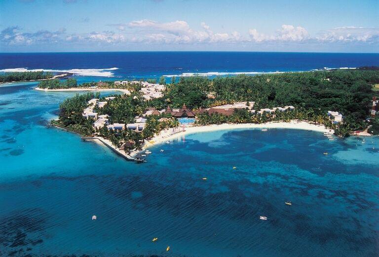 Pohľad z diaľky na hotel Shandrani Beachcomber Resort & Spa