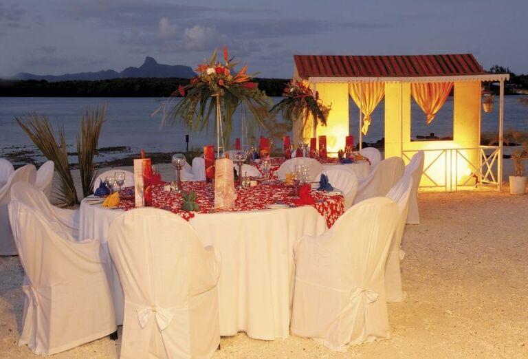 Romantická večera na pláži pred hotelom Shandrani Beachcomber Resort & Spa