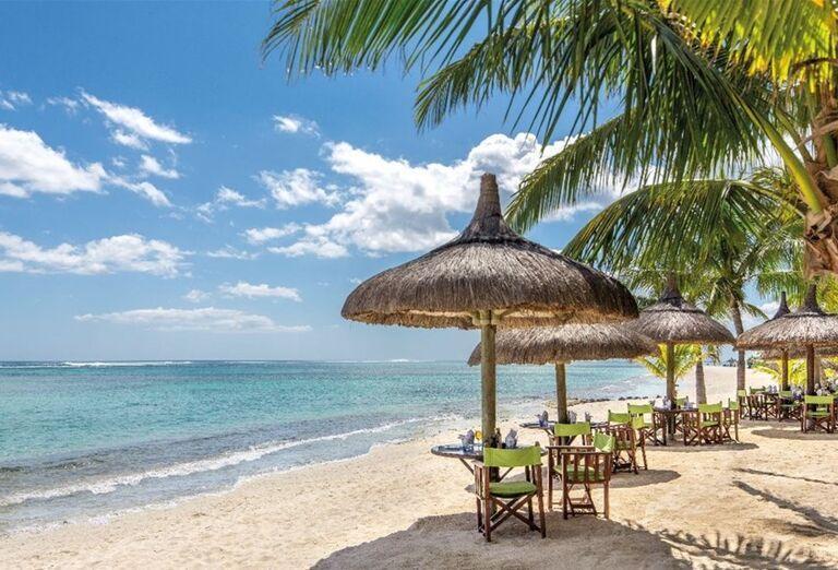 Pláž pri hoteli Beachcomber Dinarobin Hotel Golf & Spa