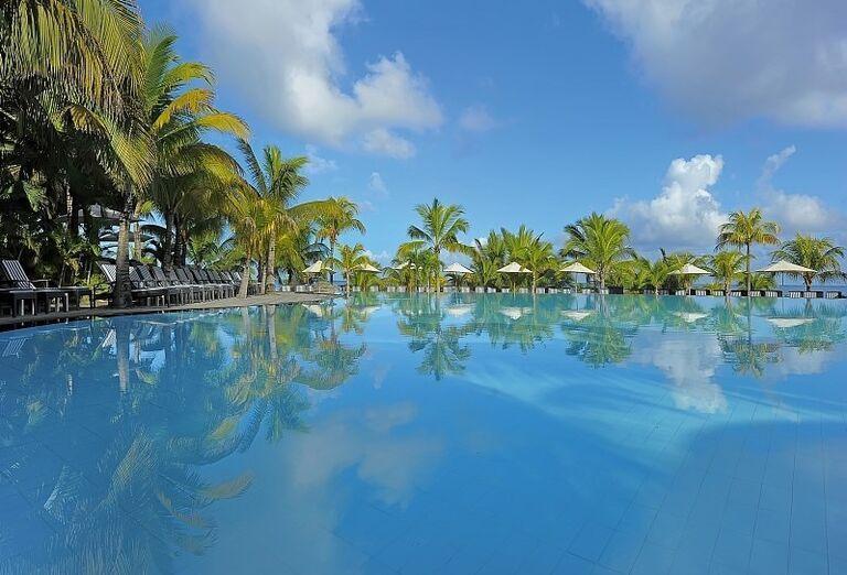 Hotel Victoria Beachcomber Resort & Spa - hotelový bazén