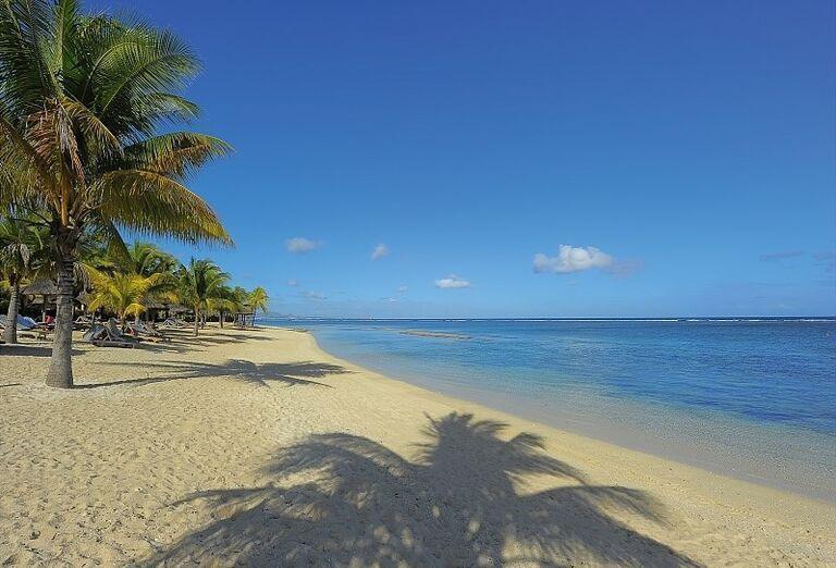 Hotel Victoria Beachcomber Resort & Spa - Piesočnatá pláž