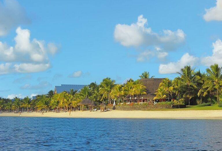 Hotel Victoria Beachcomber Resort & Spa - more a pláž v pozadí