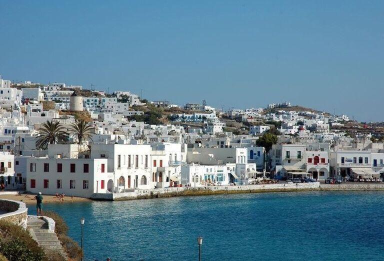 Z ostrova cisárovnej Sissi do antického Grécka - pohľad na mesto