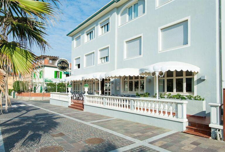 Vonkajšia terasa v hoteli Il Settebello