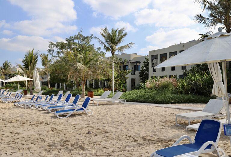 Hotel Hilton Resort & Spa - plážové lehátka
