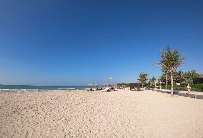 Pláž - Hotel Hilton Resort & Spa Ras Al Khaimah