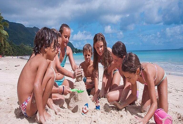 Hotel Coral Strand - Zábava detí v piesku na pláži