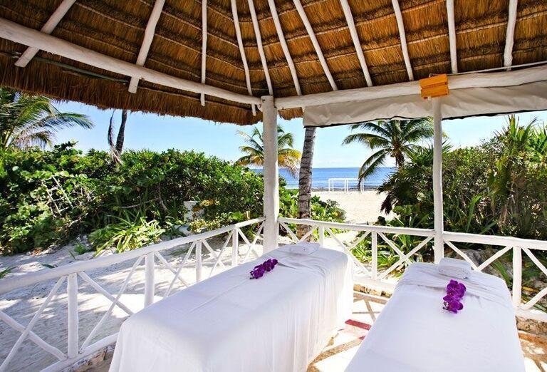Masáž v areáli hotela Luxury Bahia Principe Akumal