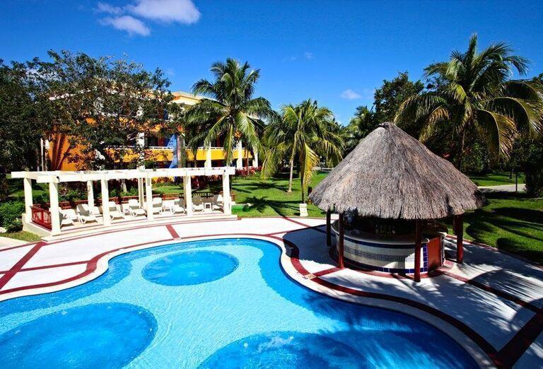 Areál hotela Luxury Bahia Principe Akumal